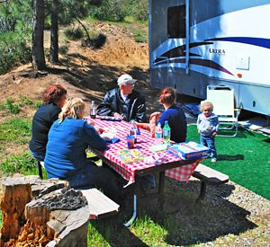 KQ Ranch RV Resort - Family picnic at KQ Ranch RV Resort